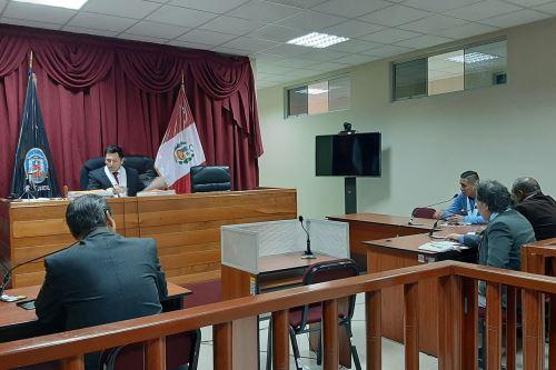 El Sexto Juzgado Penal Unipersonal de la Corte Superior de Justicia del Santa sentenció al consejero regional Rubén Esteban Sandoval Calvo, por el delito de colusión simple.