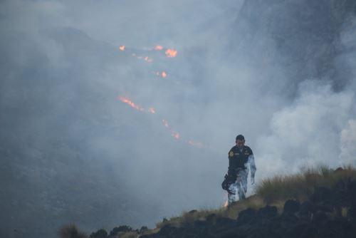 El Centro de Operaciones de Emergencia Regional Áncash informó que tres incendios forestales registrados en la sierra ancashina aún no han sido controlados.