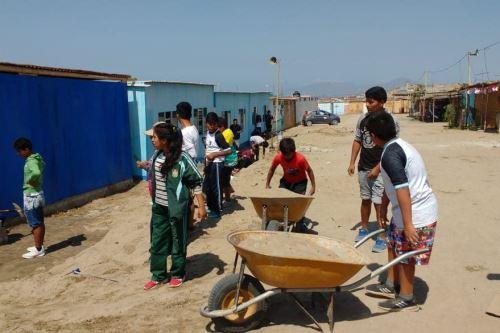Escolares ancashinos se han organizado para mejorar las instalaciones de su Institución Educativa Nº 89571, ubicada en el asentamiento humano Villa del Salvador.