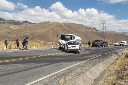 Automóvil particular y camión cisterna protagonizaron accidente en el kilómetro 168 de la vía de penetración Patilvica-Huaraz, en la sierra de Áncash.