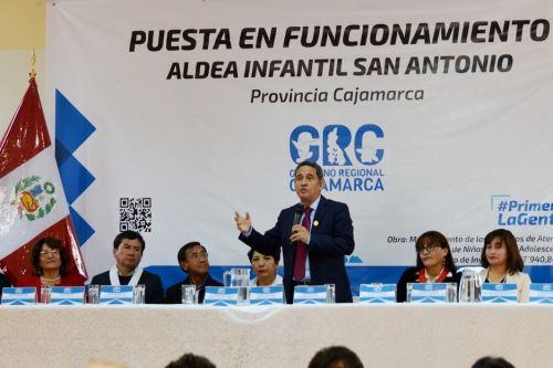 El gobernador de Cajamarca, Mesías Guevara, entregó las obras de mejoramiento de la aldea infantil San Antonio.