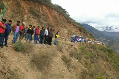 Tras despistarse, camioneta cayó a un abismo en carretera de la provincia liberteña de Sánchez Carrión.
