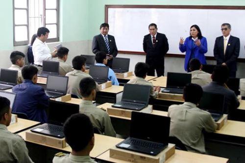 La ministra de Educación, Flor Pablo, visitó a escolares de la región Huánuco.