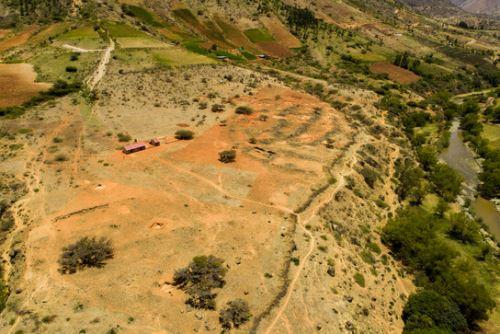 El Sector VI de la Zona Arqueológica Monumental Kotosh está ubicado en el lado suroeste de la parte nuclear de Kotosh y tiene 26,000 metros cuadrados de extensión total.