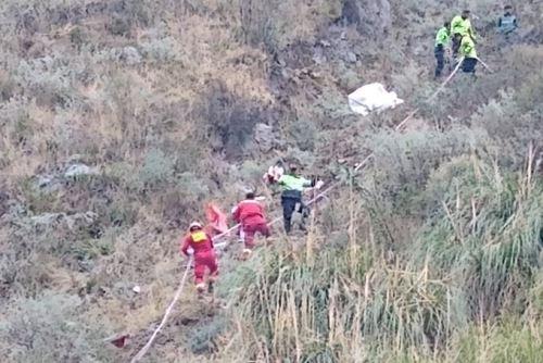 Vehículo cayó a un abismo a la altura del kilómetro 103 de la carretera Central, en la provincia limeña de Huarochirí.
