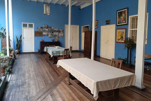 Salón en la casa de Macedonio de la Torre que preserva los muebles de la histórica casona. FOTO: Luis Puell