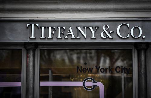 El gigante francés de lujo LVMH dijo el 28 de octubre último que estaba explorando la adquisición de los joyeros estadounidenses Tiffany.