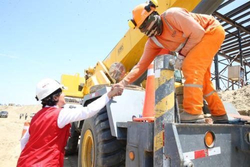 La ministra de Trabajo y Promoción del Empleo, Sylvia Cáceres, dialogó con beneficiarios del programa Trabaja Perú.