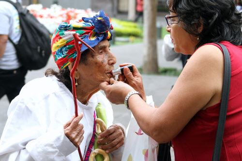 María Ángela Vela de Gonzales, de 99 años, participa en la iniciativa Saberes Productivos del programa Pensión 65.