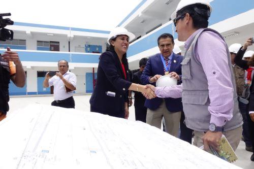 La ministra Flor Pablo supervisó los trabajos de lo que será la nueva infraestructura del colegio Antonio Raymondi de Trujillo.