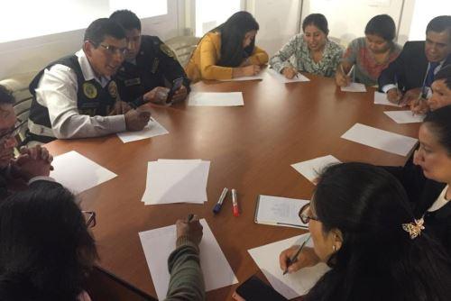 Servidores de 10 instituciones públicas de Ayacucho fueron capacitados para implementar señalética en quechua chanka.