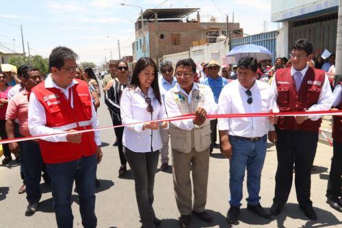 Las reconstruidas calles Caracas y Julio Cevasco fueron inauguradas por la directora ejecutiva de la ARCC, Amalia Moreno.