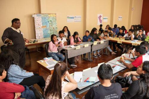 Alrededor de 200 muchachos de los 24 departamentos participaron en el encuentro 'Dialoguemos por un Perú en acción frente al cambio climático con jóvenes y adolescentes'.