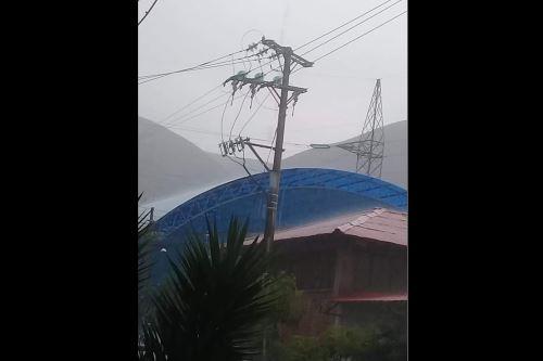 Electro Sur Este reportó daños en algunos postes de energía eléctrica por los truenos que se registran en la ciudad del Cusco, acompañados de lluvias.