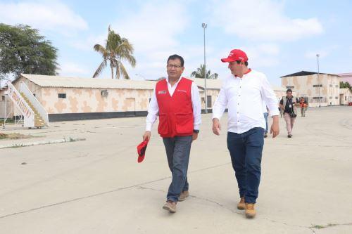 El ministro de Agricultura y Riego, Jorge Montenegro, recorre la zona afectada por activación y desborde de la quebrada Ongulo (Piura).