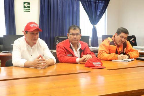 El ministro de Agricultura y Riego, Jorge Montenegro, y el jefe del Indeci, Jorge Chávez, se reunieron con el gobernador regional de Piura, Servando García.