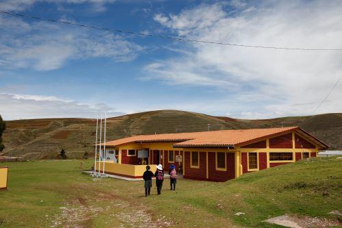 A más de 3,000 metros de altura, en los tambos  Urinsaya y Churo (Cusco) se implementará la versión en quechua de los programas Windows y Office de Microsoft.
