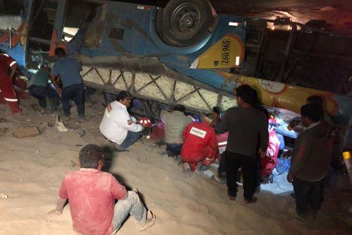 Accidente de tránsito en Camaná dejó al menos siete fallecidos y 36 heridos.