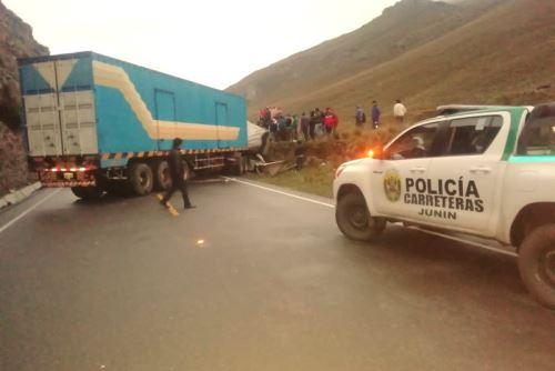 Hasta el momento solo han sido identificadas dos de cinco las víctimas mortales por la colisión de un bus contra un semitráiler.