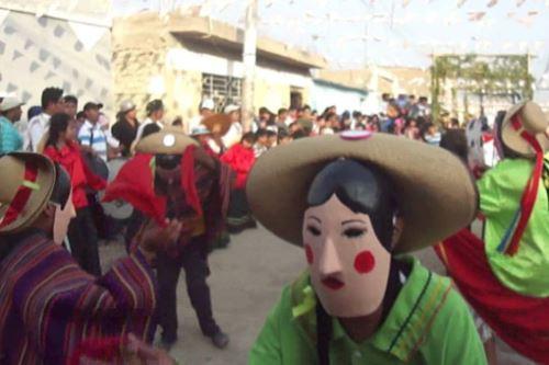 Las danzas son un ingrediente infaltable en la celebración del nacimiento del Niño Jesús en las provincias.