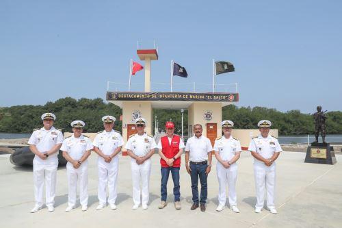 El ministro de Defensa, Walter Martos, visitó el Destacamento de Infantería de Marina El Salto con el centro poblado de El Bendito, en la región Tumbes.