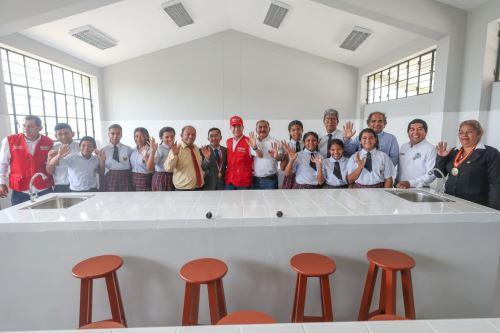 El ministro de Defensa, Walter Martos, inauguró la Institución Educativa José Carlos Mariátegui en el distrito de El Papayal, provincia de Zarumilla.