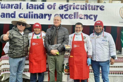 El embajador de Perú en Bélgica, Gonzalo Gutiérrez, asistió a evento gastronómico en Bruselas, en el que participaron miembros de la Asociación de Hoteles, Restaurantes y Afines (Ahora) de la provincia de Huaral.
