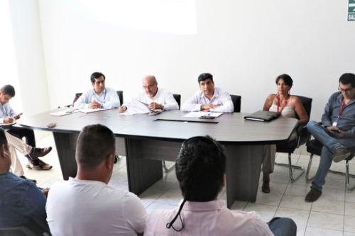 El director general de Políticas y Regulación de Transporte Multimodal del MTC, Fernando Cerna, se reunió con transportistas de carga de Piura.