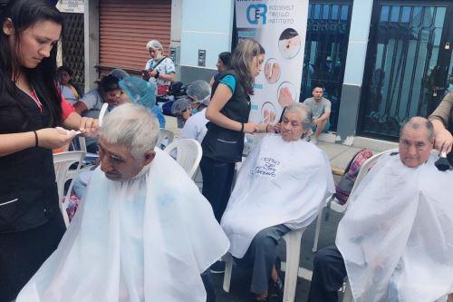 Durante la jornada de pago, cerca de 500 usuarios del programa Pensión 65 accedieron al corte de cabello gratis.