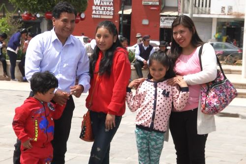 El docente huancaíno Gerson Ames Gaspar afirma que su familia es su inspiración.
