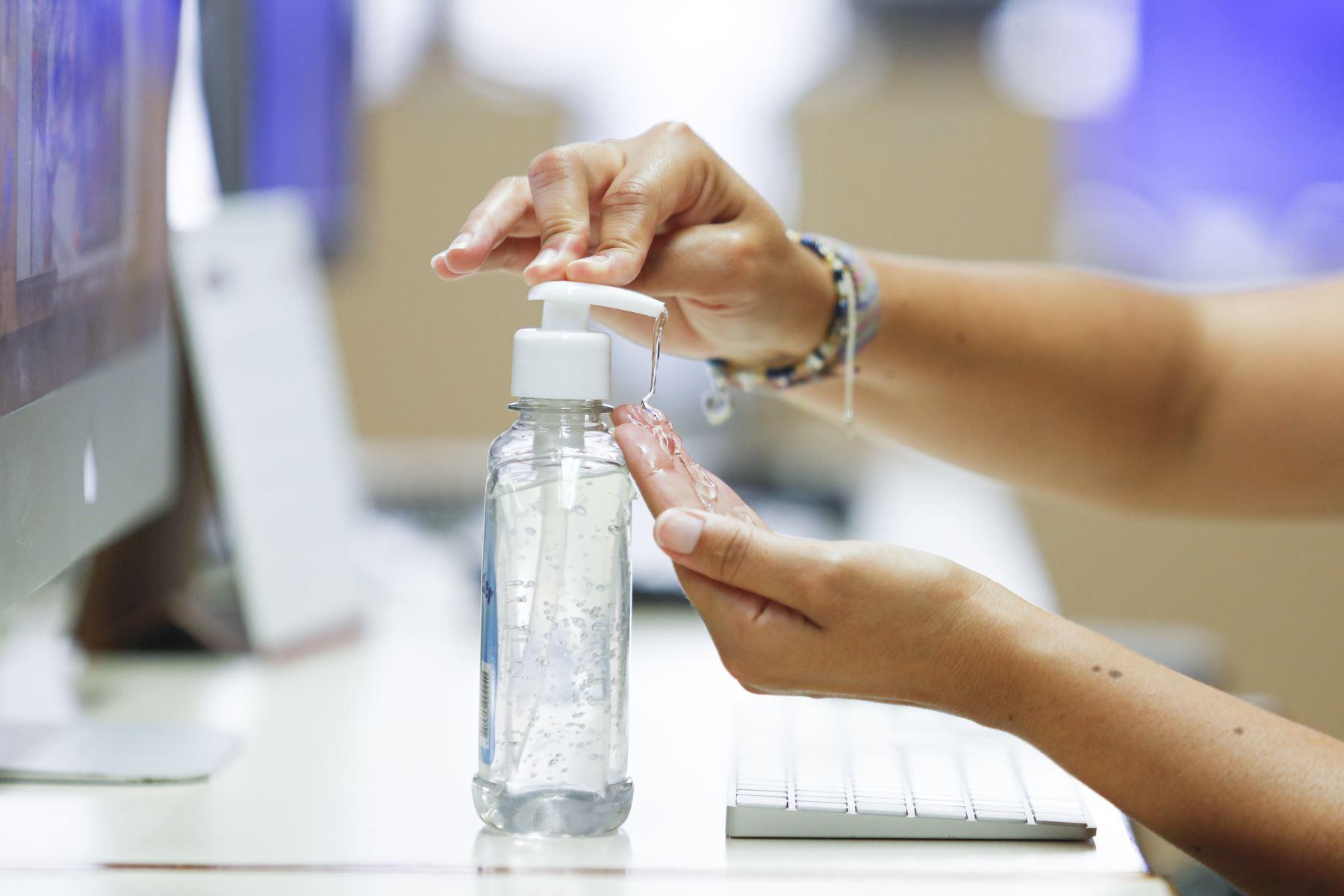 Atención! Uso excesivo de alcohol en gel puede afectar la piel de los niños | Noticias | Agencia Peruana de Noticias Andina