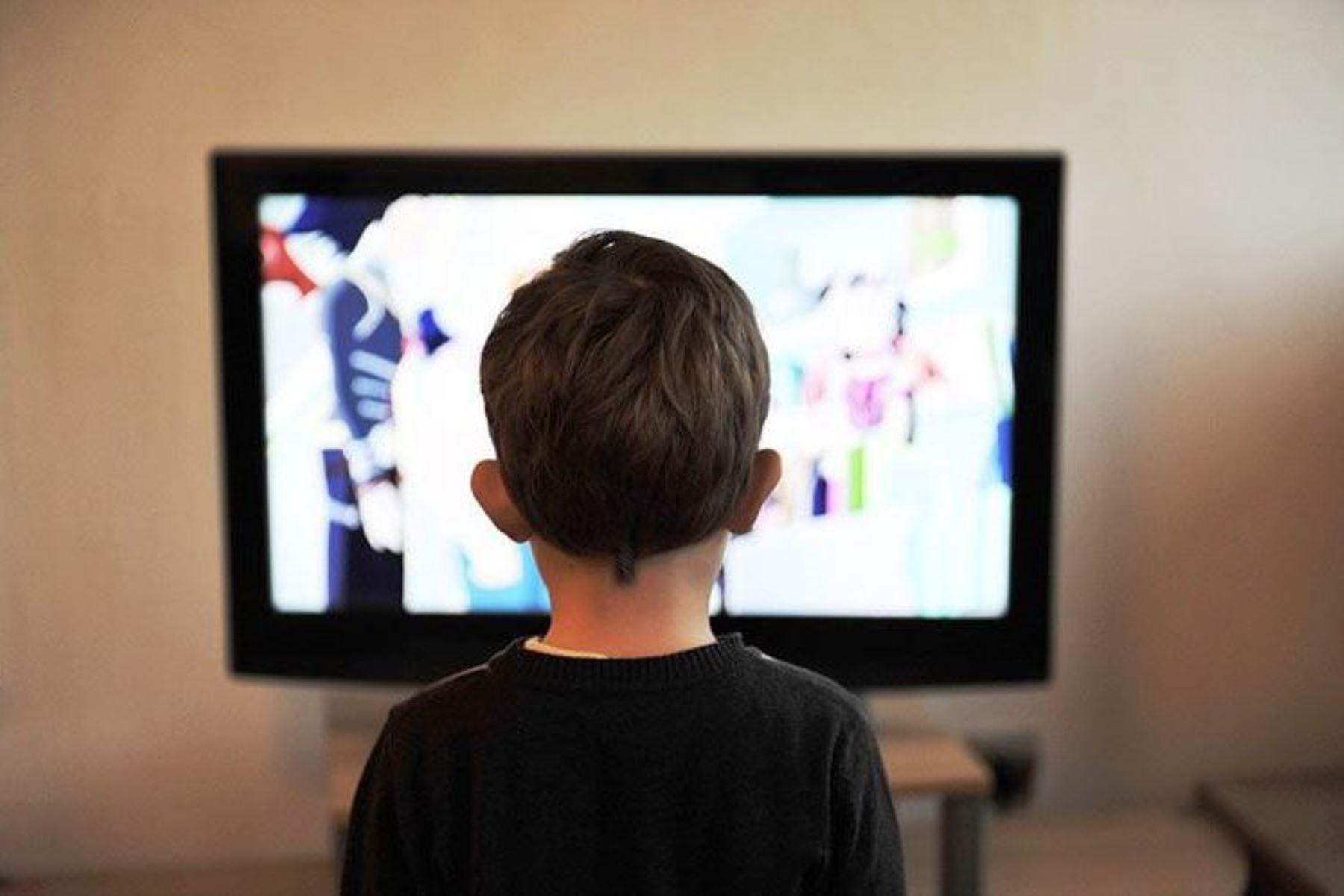 Hoy inician clases escolares por internet, radio y televisión — Aprendo en casa