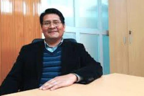 El físico de la UNMSM Justiniano Quispe Marcatoma lidera el grupo de investigación que ha creado un modelo de producción de mascarillas N95 basado en la nanotecnología.