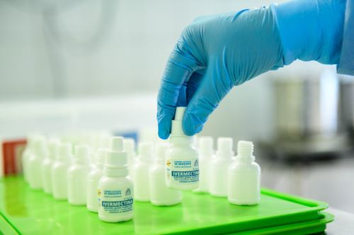 La ivermectina es producida por el área de farmacotecnia del Departamento de Farmacia del Hospital Goyeneche.