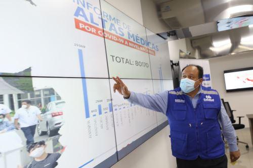 El gerente Central de Operaciones de EsSalud, César Carreño, presentó mapa de altas.