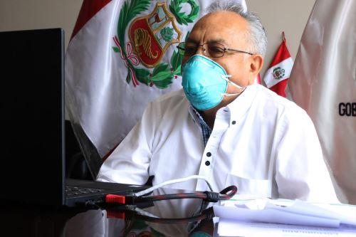 El gobernador regional de Lima, Ricardo Chavarría, se reunió con autoridades edilicias y congresistas para evaluar la situación por pandemia.