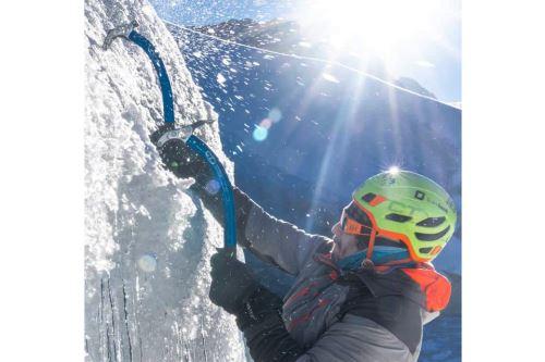 El montañista huaracino Víctor Rímac será el encargado de llevar la Bicolor hasta una altura de por lo menos 6,000 metros sobre el nivel del mar.