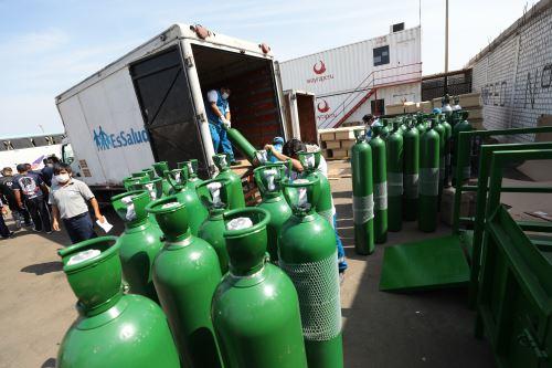 EsSalud envió una nueva remesa de cien balones de oxígeno a Ayacucho, que se suman a los 91 trasladados este último miércoles.