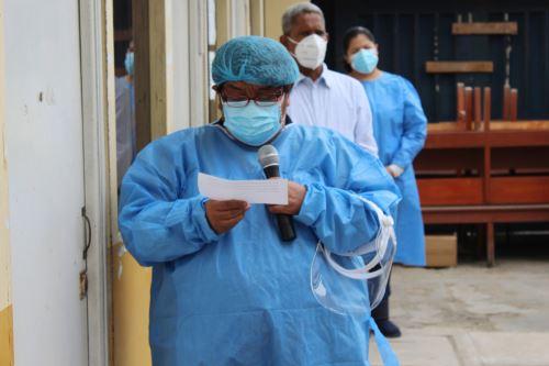 Personal del Hospital La Caleta de Chimbote rezaron antes de iniciar su jornada.