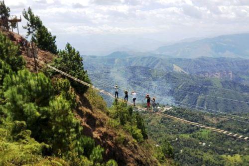 Los turistas pueden disfrutar de variadas opciones como el columpio extremo, la bicicleta voladora, el canopy en la provincia de San Ignacio.