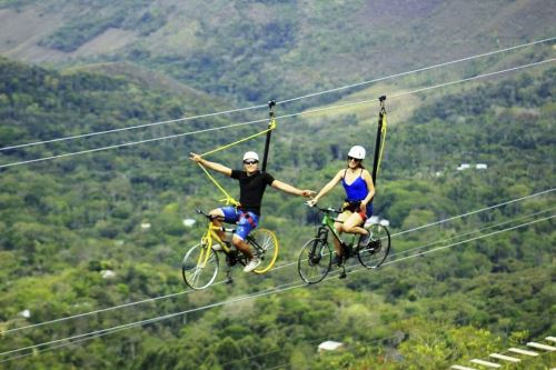 La bicicleta voladora es uno de los deportes de aventura extrema ofrecidos en la provincia de San Ignacio.