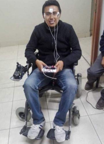 Investigadores arequipeños desarrollan silla de ruedas controlada con movimientos  oculares   Noticias   Agencia Peruana de Noticias Andina