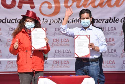 La ministra Silvana Vargas y autoridades locales firmaron las actas de conformación de los CTA de las municipalidades distritales de Chilca y Sapallanga.