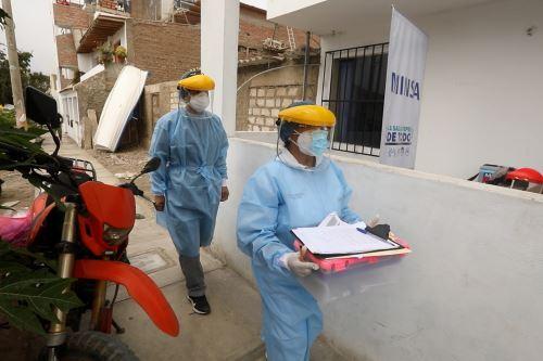 Esta segunda jornada de vacunación contra el covid-19, que comprende 28 distritos de Lima, se desarrolla desde hoy viernes 23 y se prolongará hasta el martes 27 de abril.