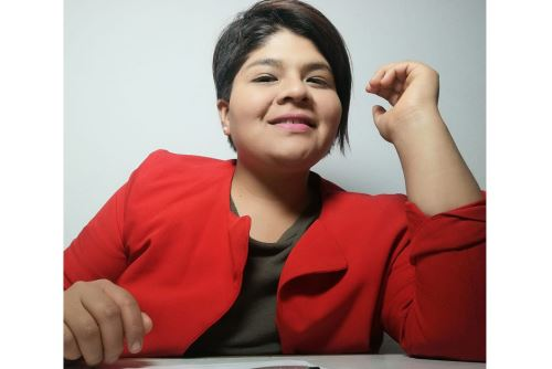 Andrea Altamirado estudia la maestría de Ingeniería e Integración de Sistemas Ferroviarios en la Universidad de Birmingham en Reino Unido.