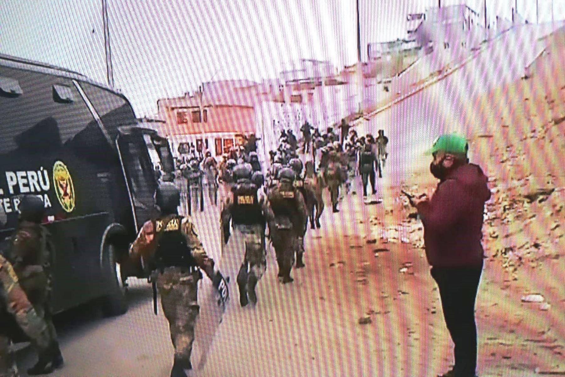 Lomo de Corvina: Policía desalojó a personas que invadieron terreno    Noticias   Agencia Peruana de Noticias Andina