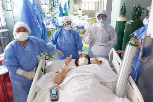 La madre de dos menores permaneció 17 días conectada a un equipo de ventilación mecánica en la UCI.