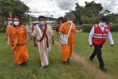 Los ministros de Cultura, Alejandro Neyra, y de Desarrollo e Inclusión Social, Silvana Vargas, visitaron dos comunidades indígenas de la provincia de Satipo.