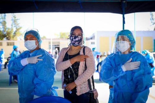 En la región Arequipa existen 3,000 profesores rurales que deben ser inmunizados.