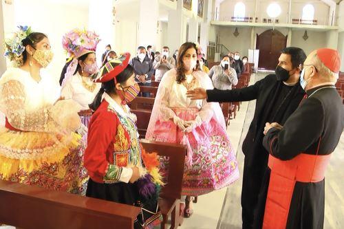 La misa central se celebró a puerta cerrada y solo con asistencia de los priostes, autoridades locales y miembros de la Hermandad de la Virgen de Cocharcas.
